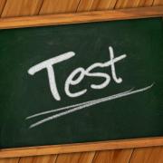 Szkolna tabliczka z napisem Test
