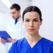 pielęgniarka i lekarz w pracy